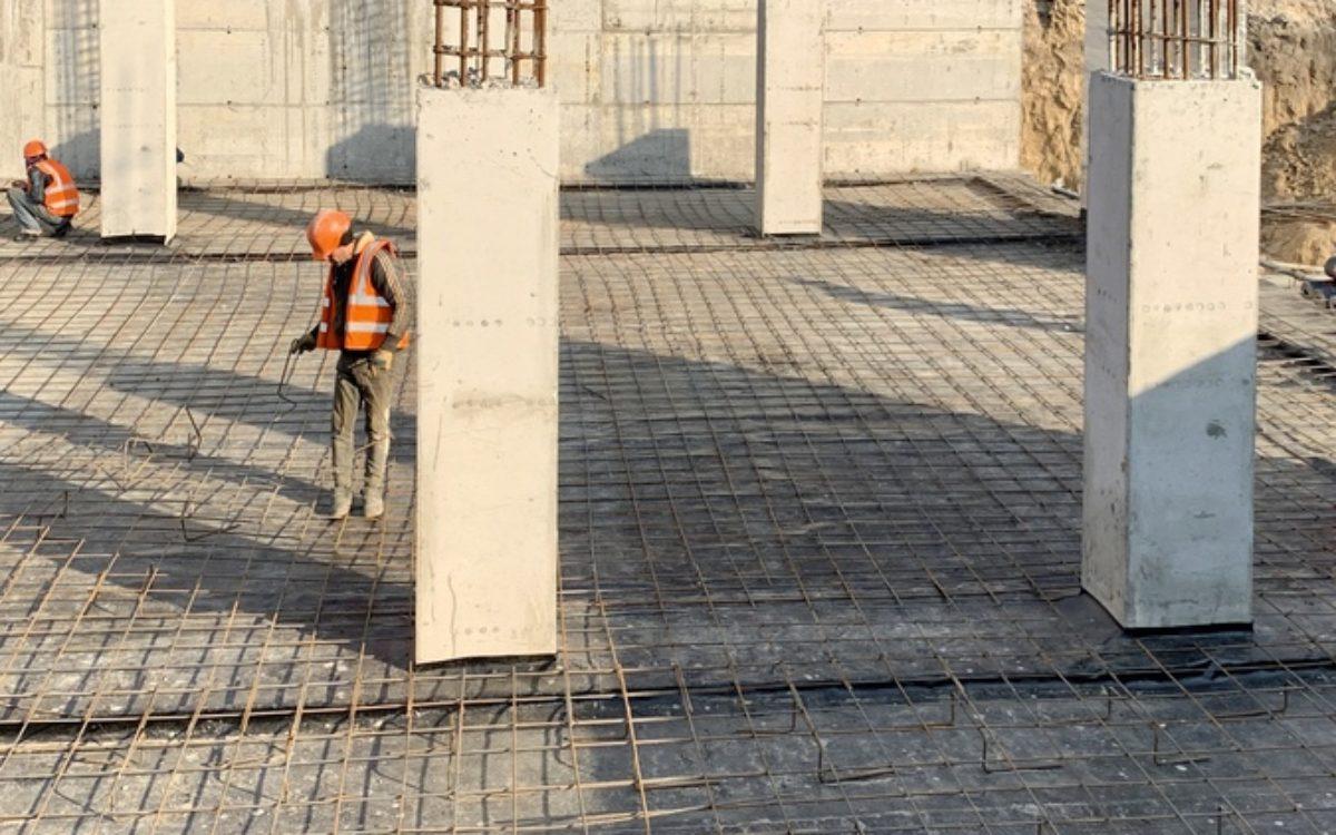 Подготовка к перекрытию первого этажа паркинга и работа над его полом.