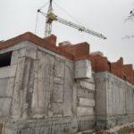 возведение 3-го этажа (кирпичная кладка первого жилого этажа)