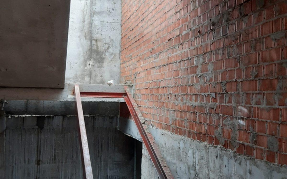 начало сооружения лестничной клетки положено