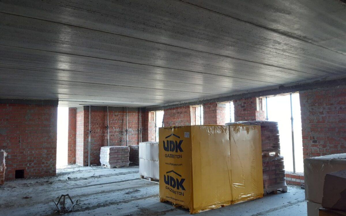 Готовим материал для возведения внутренних перегородок на 8 и 9 этажах