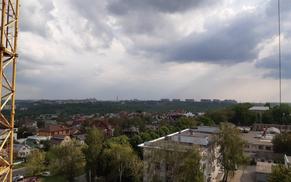 Вид на город с 9 этажа секции №2