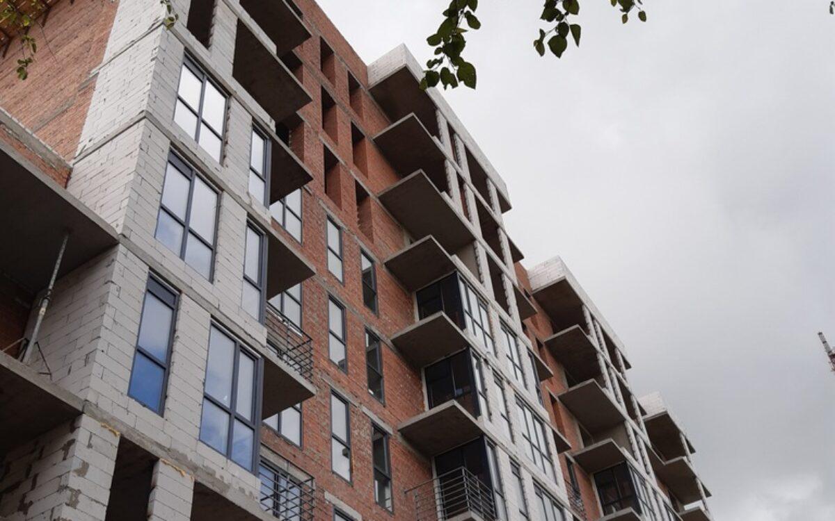 Продолжаем остекление в секции №2 а так же устанавливаем декоративные ограждающие решетки на балконах