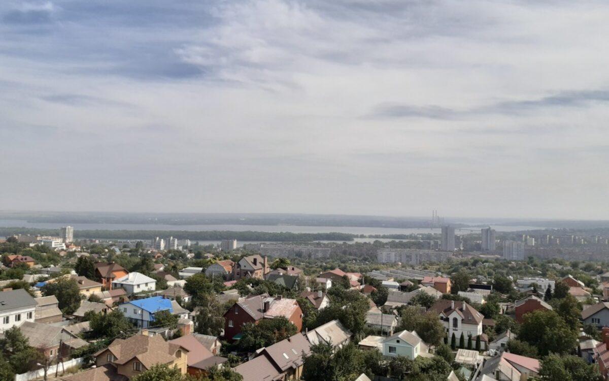 вид в сторону реки с северо-восточной и юго-восточной стороны комплекса
